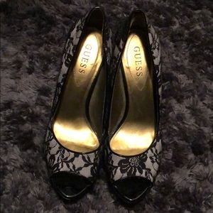GUESS LACE HEELS SIZE 8